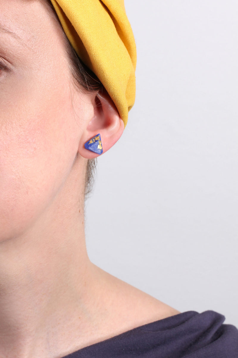 model wearing Bijoux Pépine's classic indigo blue resin and gold leaf Diamant earrings