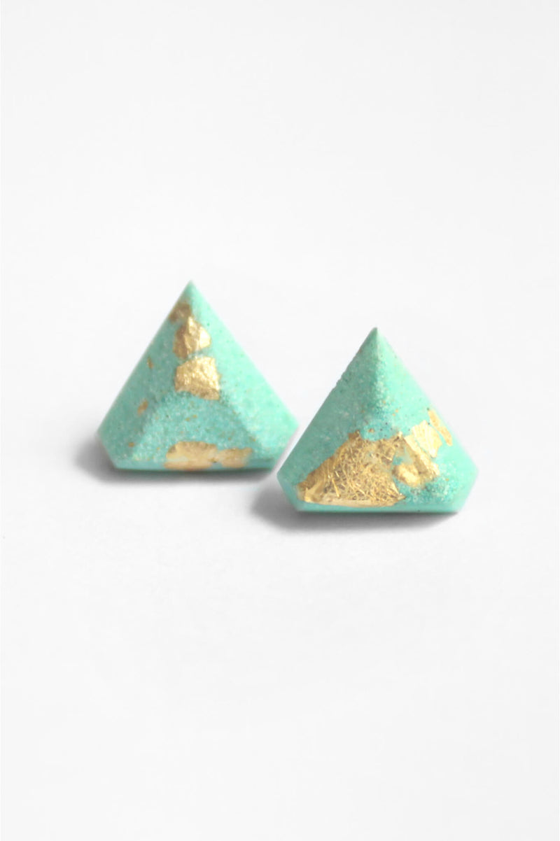 Diamant, small triangular earrings in mint green resin, hypoallergenic stainless steel studs and gold leaf
