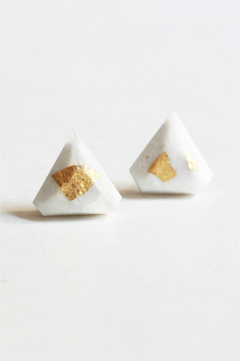 Diamant-studs-earrings-handmade-montreal-canada-resin-jewelry-hypoallergenic-gold-leaf-white