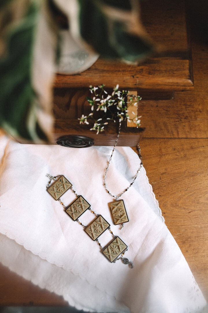 flat lay of Bijoux Pépine's Dihya, handmade luxury bracelet and necklace in matcha green resin and hypoallergenic stainless steel