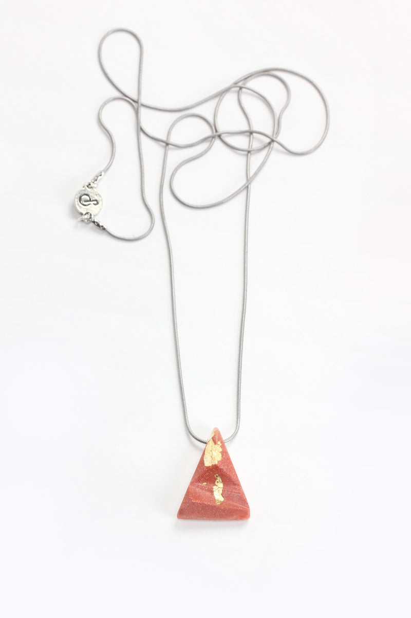 Eclat, triangular pendant necklace in coral red resin, gold leaf and hypoallergenic stainless steel