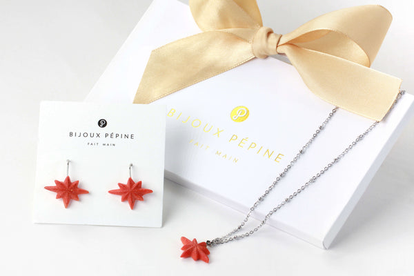 Étoile du Berger jewelry set parure with earrings studs and teardrop adjustable length necklace in coral color resin and hypoallergenic stainless steel