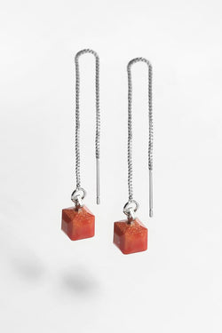 Hasard, tiny minimal dangling earrings in coral red resin and hypoallergenic stainless steel