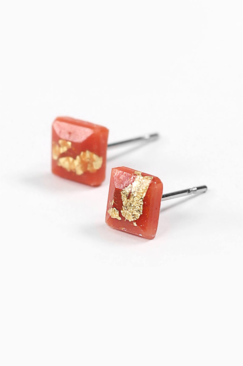 Mosaique-studs-earrings-handmade-montreal-canada-resin-jewelry-hypoallergenic-stainless-steel-gold-leaf-coral