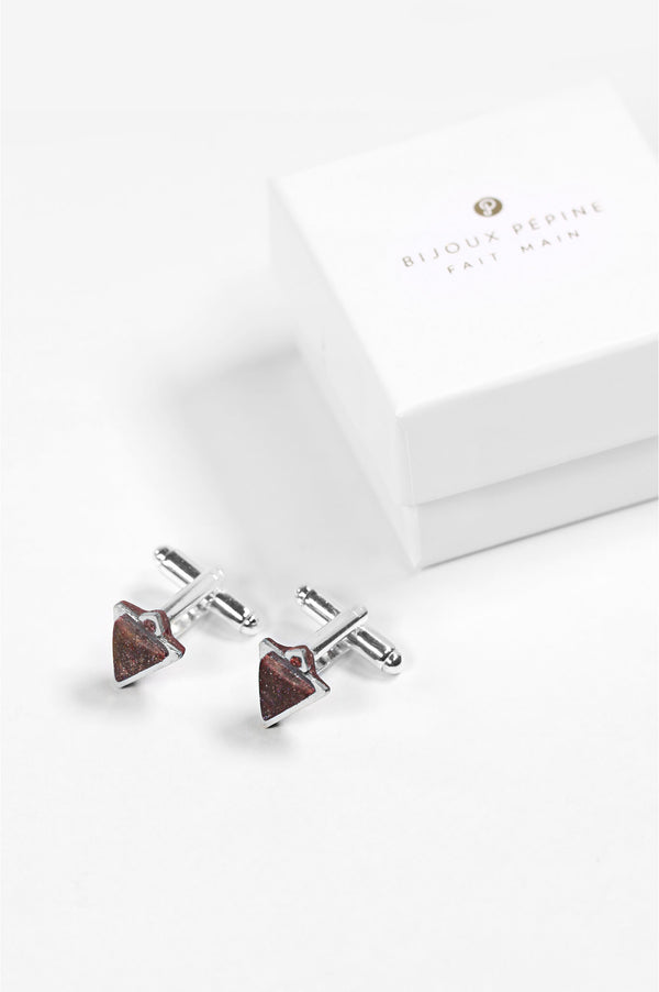 Nil, Montreal made burgundy red triangular cufflinks and their Bijoux Pépine luxury gift packaging