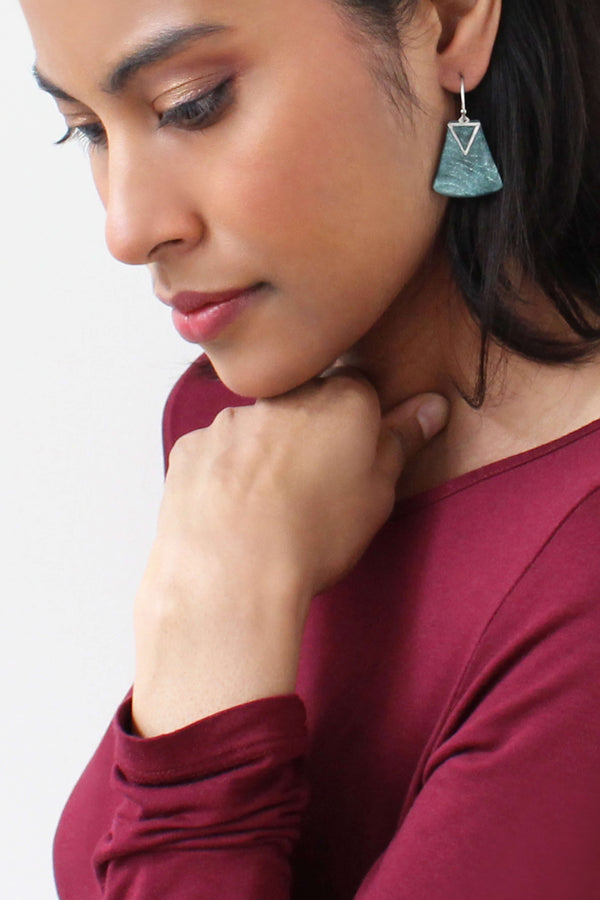black-haired fashion model wearing Montreal designer Bijoux Pépine's Nil earrings in forest green