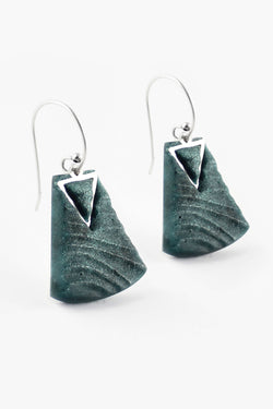 Nil, medium-sized earrings handmade with forest green resin and hypoallergenic stainless steel