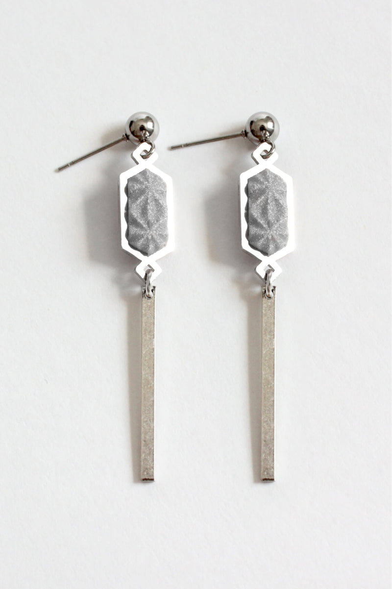 Nova, dangling stud earrings in grey resin and hypoallergenic stainless steel