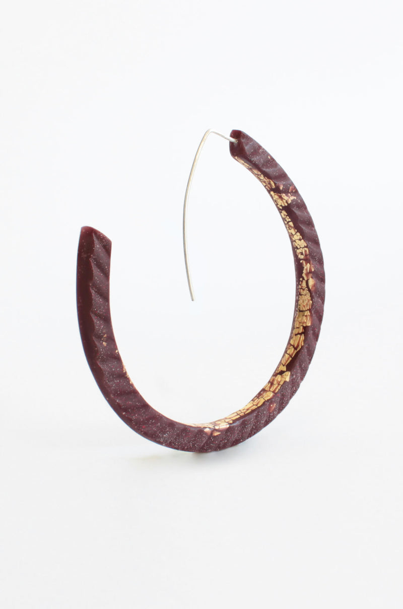 Ouroboros, light hoop earrings in burgundy red resin, gold leaf and hypoallergenic stainless steel