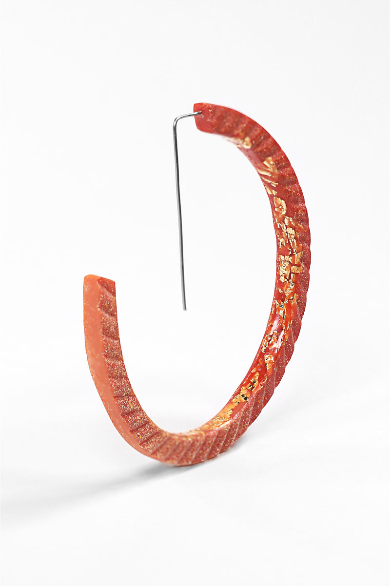 Ouroboros, light hoop earrings in coral red resin, gold leaf and hypoallergenic stainless steel