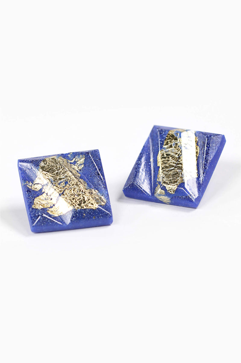 Parfait-studs-earrings-handmade-montreal-canada-resin-jewelry-hypoallergenic-stainless-square-gold-leaf-blue-indigo