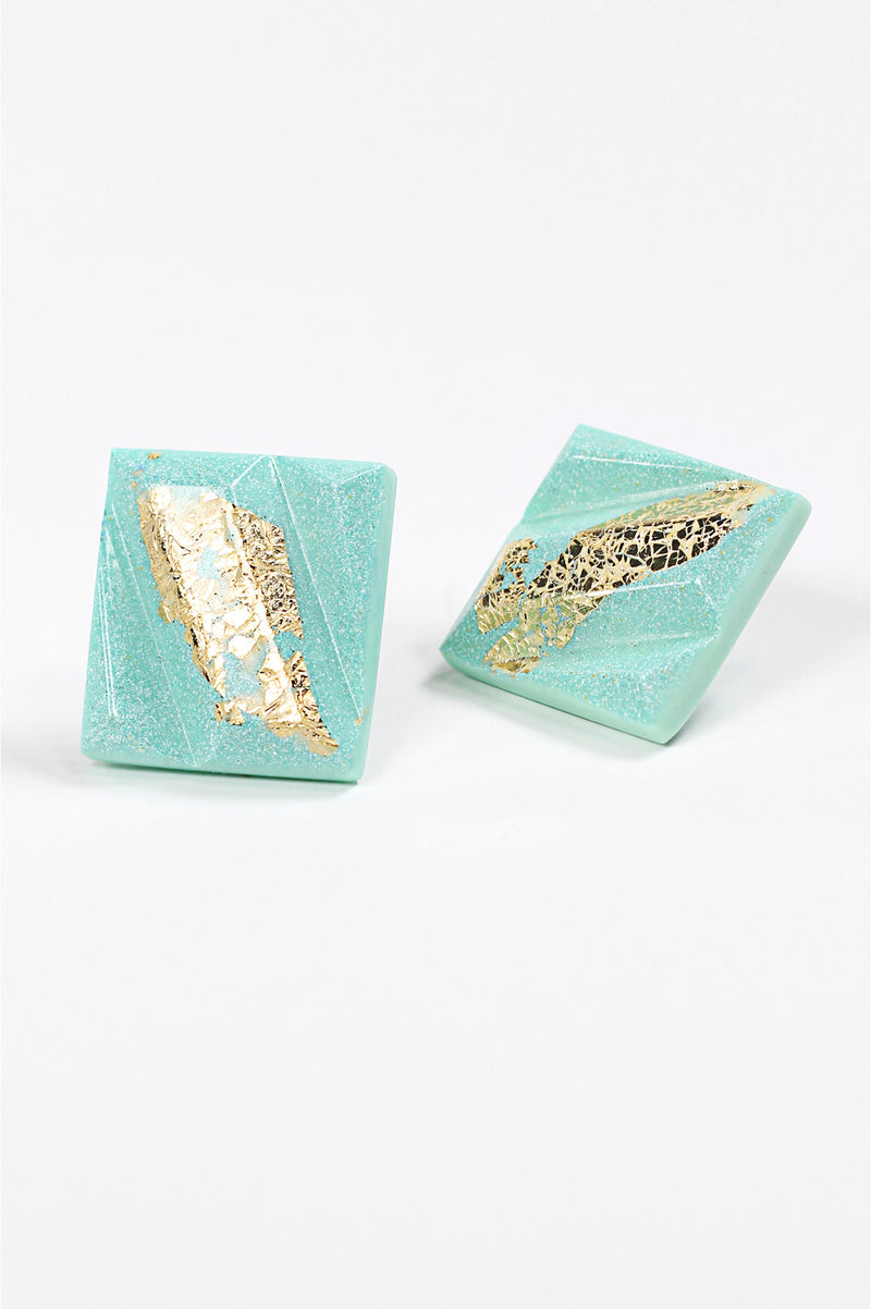 Parfait-studs-earrings-handmade-montreal-canada-resin-jewelry-hypoallergenic-stainless-square-gold-leaf-green-mint