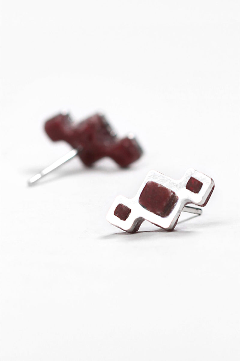 Pineale, small geometric studs handmade with burgundy red resin and hypoallergenic stainless steel