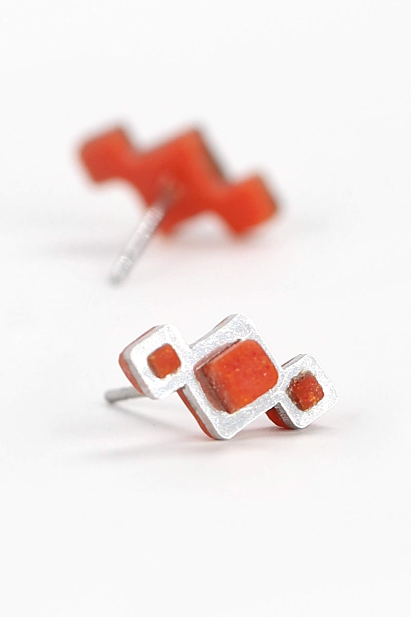 Pineale, small geometric studs handmade with red coral resin and hypoallergenic stainless steel