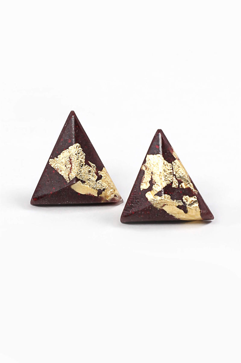 Pyramide, medium-sized triangular studs handmade in Montreal with burgundy red resin and gold leaf