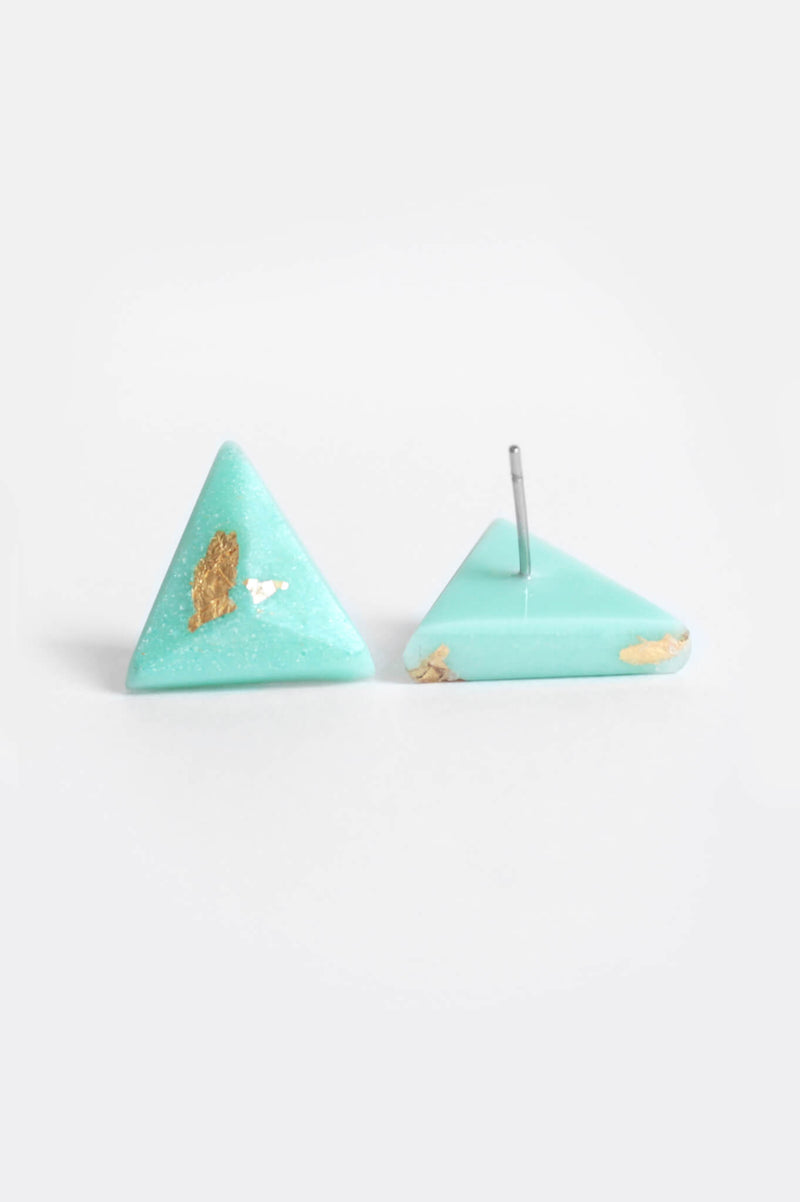 Pyramide-studs-earrings-handmade-montreal-canada-resin-jewelry-hypoallergenic-stainless-steel-gift-gold-leaf-green-mint-spirulina