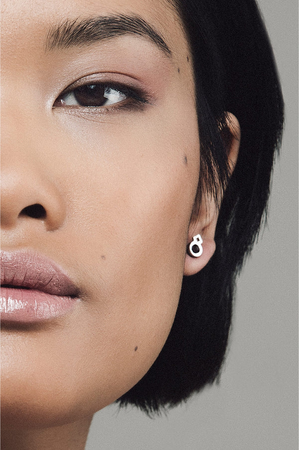 model wearing Rose des Vents studs in black, handmade in Canada by Bijoux Pépine Montreal
