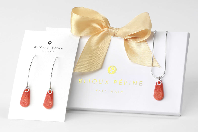 Rosée jewellery set parure with earrings sand teardrop adjustable length necklace in coral red color resin and hypoallergenic stainless steel