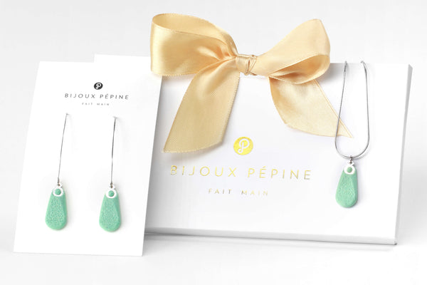 Rosée jewellery set parure with earrings sand teardrop adjustable length necklace in mint green color resin and hypoallergenic stainless steel