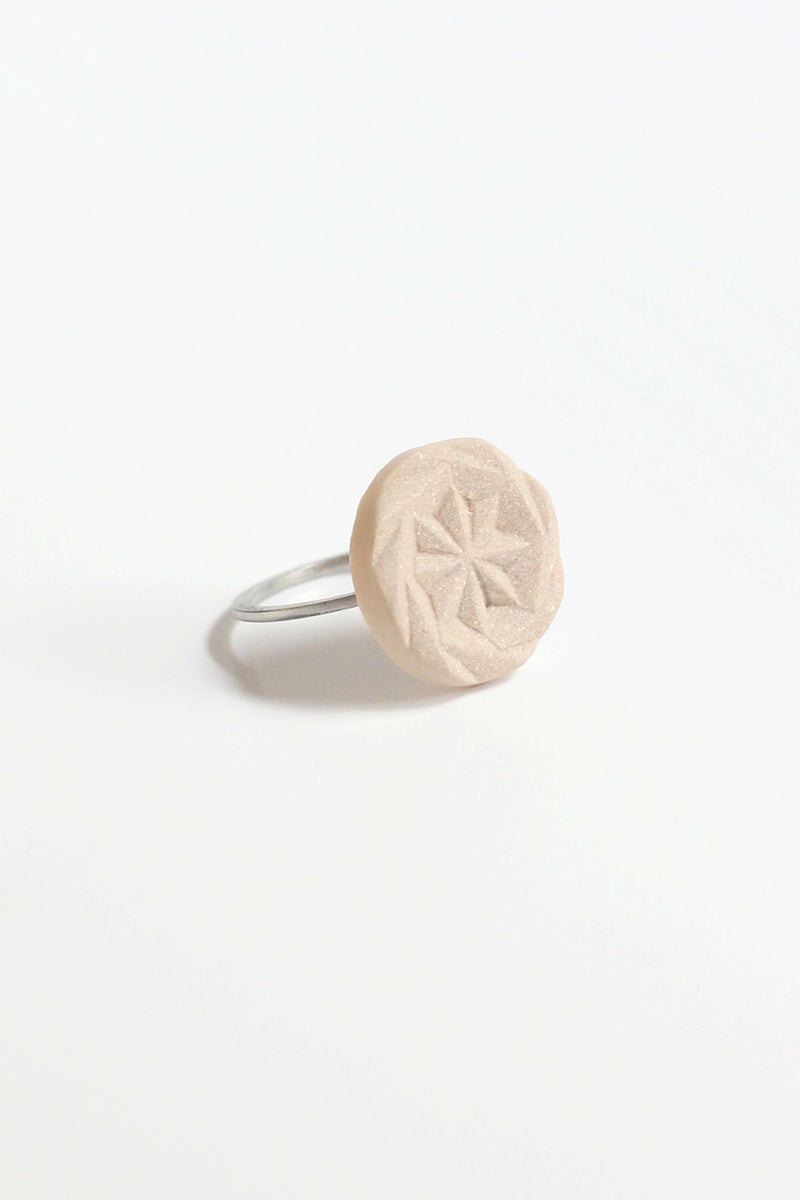 Rosendaël-ring-fashion-contemporary-substainable-handmade-montreal-hypoallergenic-stainless-steel-jewelry-gift-pepine-beige