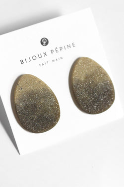 Sangatte, hypoallergenic sparkling studs in two-toned matcha green resin