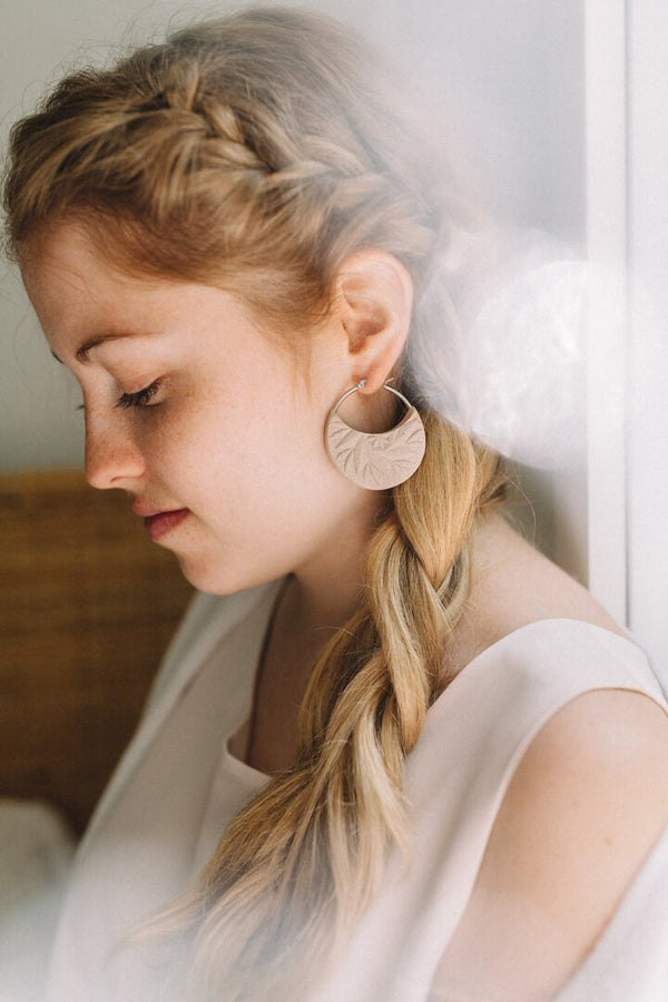 fashion model wearing Séléné earrings, Bijoux Pépine's hypoallergenic luxury hoops in beige