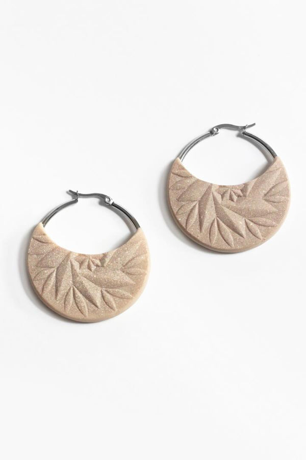 Séléné, beige resin and 24 karat gold leaf luxury hoop earrings handmade in Montreal by Bijoux Pépine