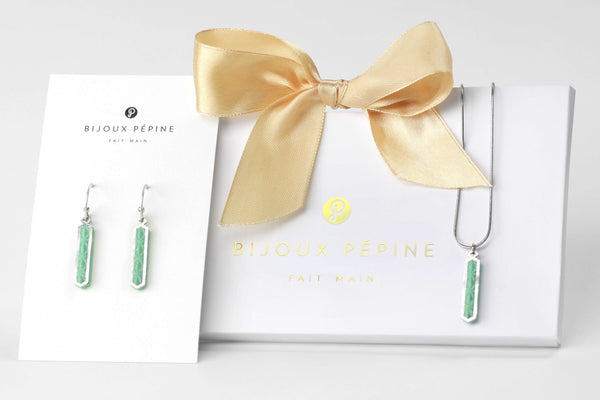 Solstice jewellery set parure with earrings studs and teardrop adjustable length necklace in mint green color resin and hypoallergenic stainless steel
