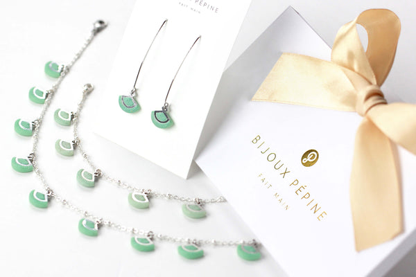 St-Jacques jewelry set parure with earrings studs and teardrop adjustable length necklace and bracelet in green aqua mint color resin and hypoallergenic stainless steel