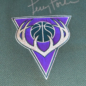 M/L - Vintage Milwaukee Bucks Autographed Terry Porter Shooting Shirt