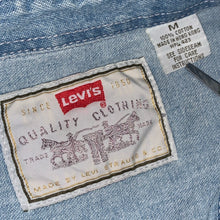 Load image into Gallery viewer, M/L - Vintage Levi's Denim Button Up Shirt