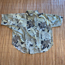 Load image into Gallery viewer, 2X/3X - Giraffe Nature Button Up Shirt
