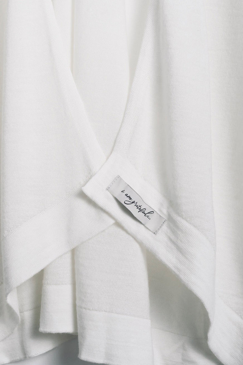 "Close-up of affirmation label ""i am grateful"" on the Lux Kimono in cream by illuminative"