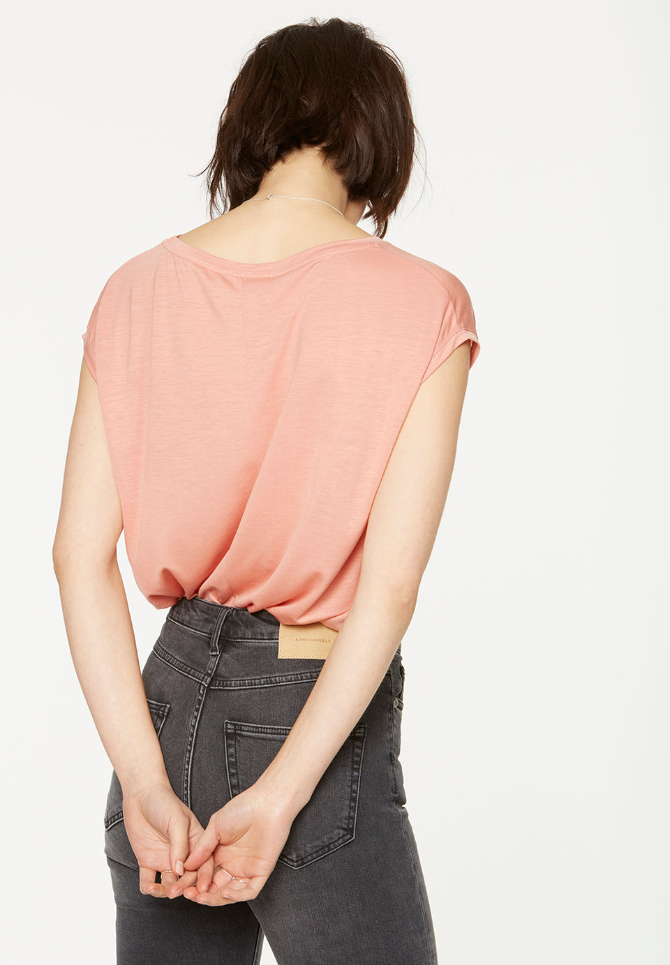 Jilaa T-Shirt in Peach
