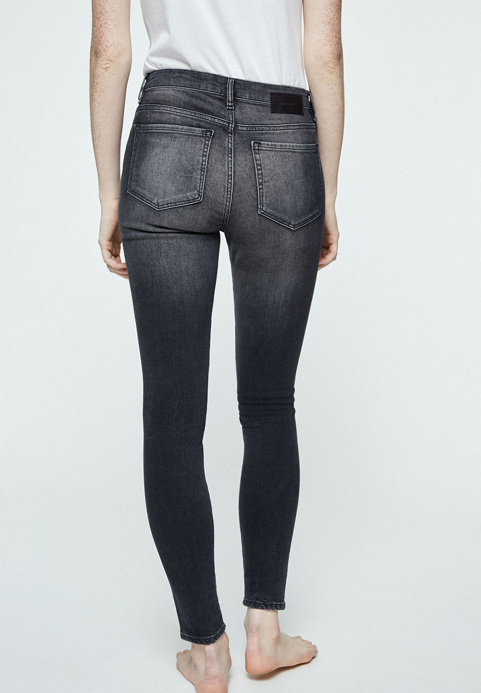 Tillaa Skinny Fit Mid Waist in Gray Wash