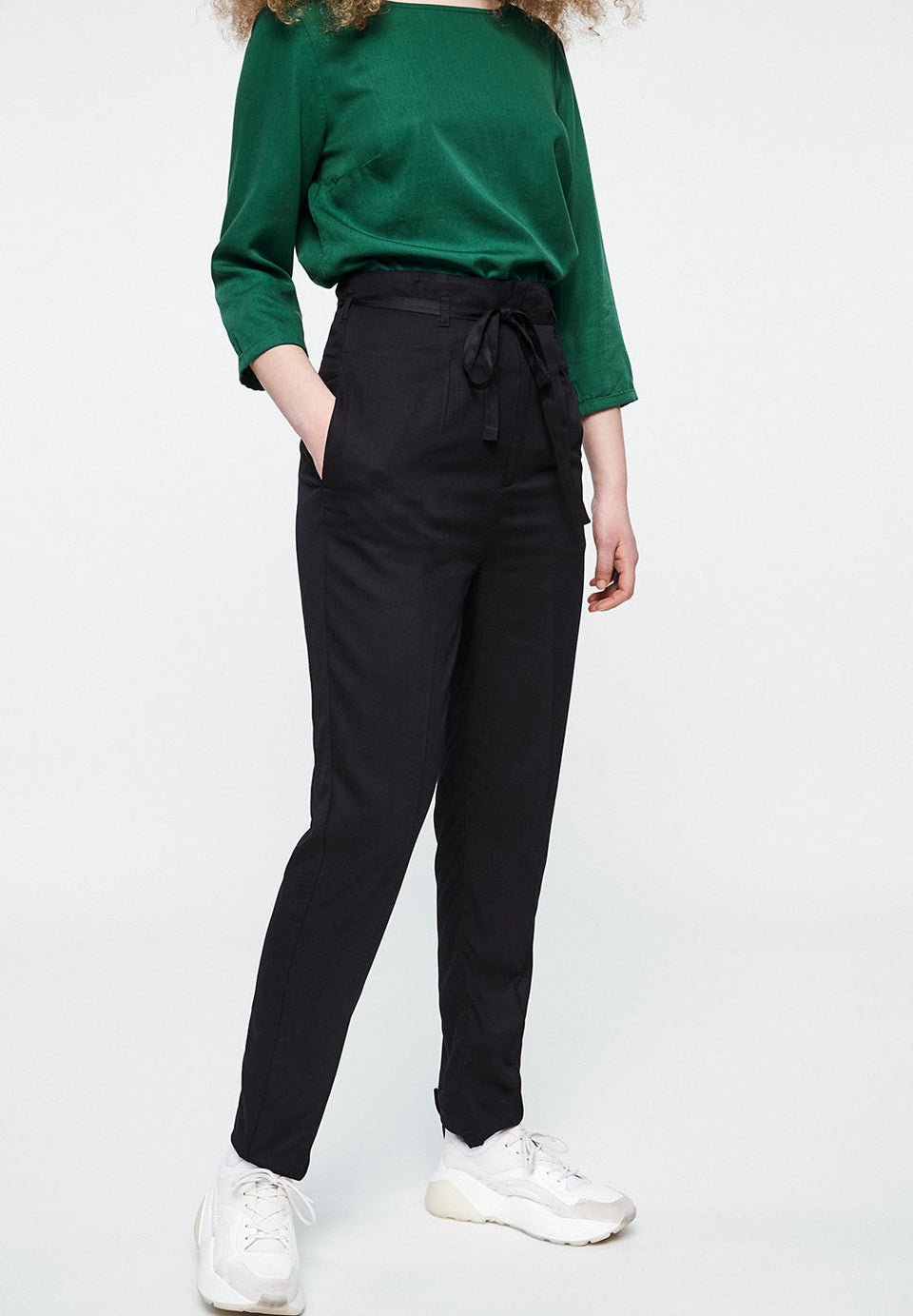 Saare Pants in Black