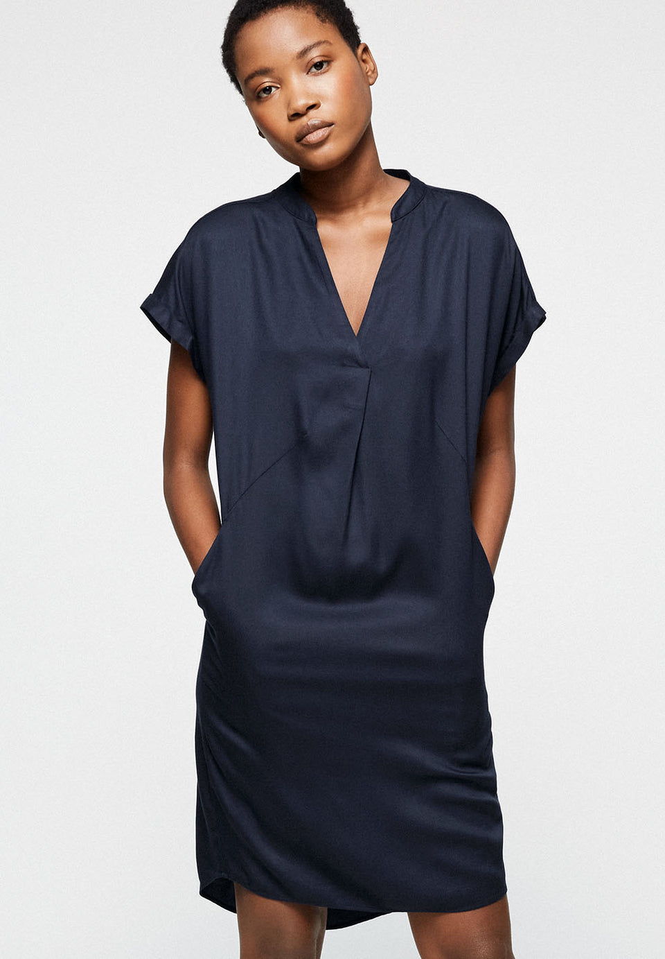 Niaa Dress in Navy