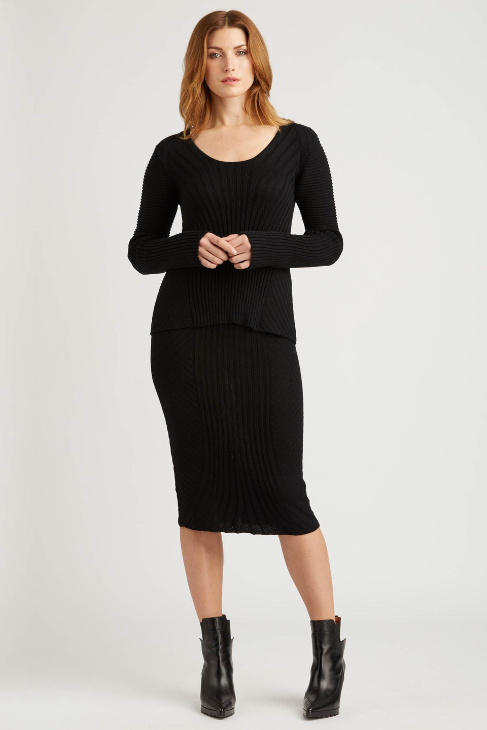 Alternating Rib Knit Skirt in Black