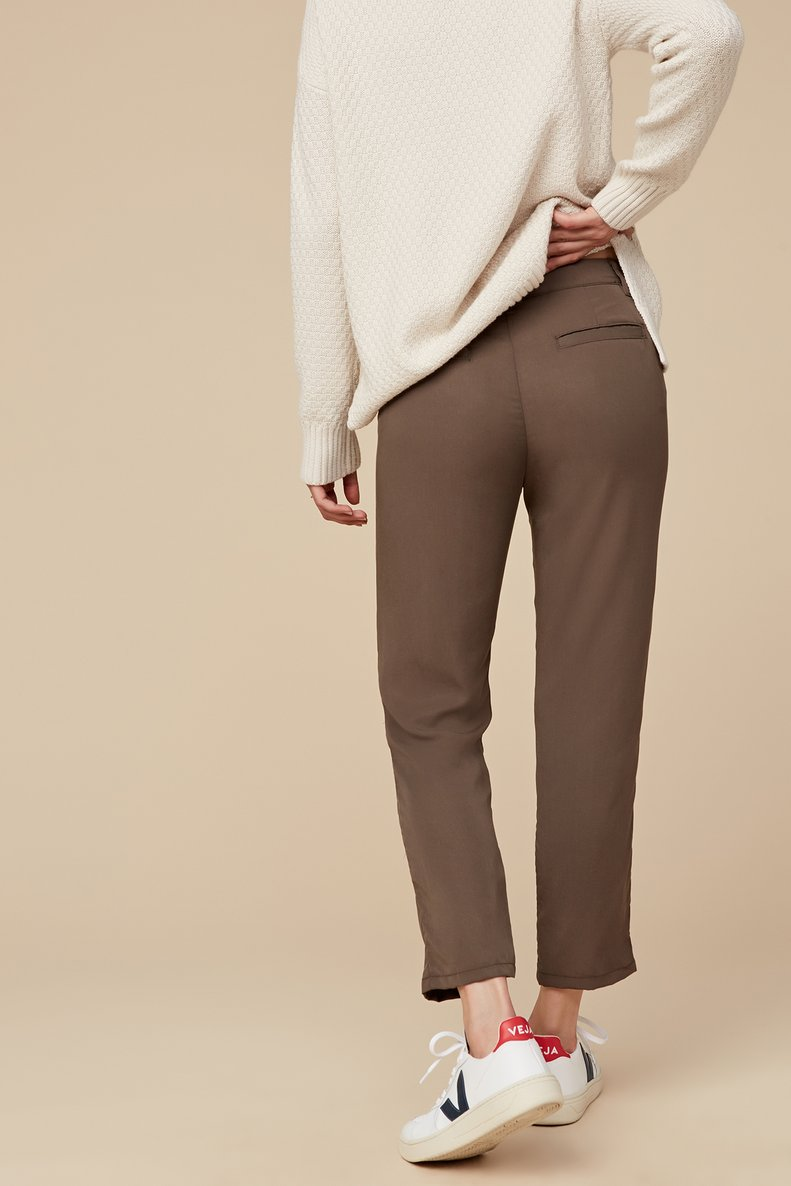 AMADI Cropped Cigarette Pant in Olive