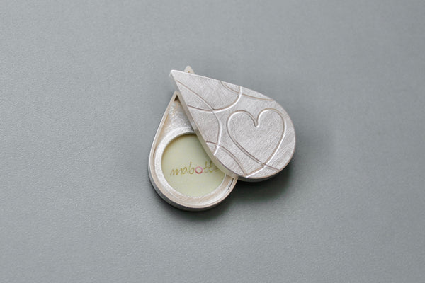 double photo pendant with elegant heart design