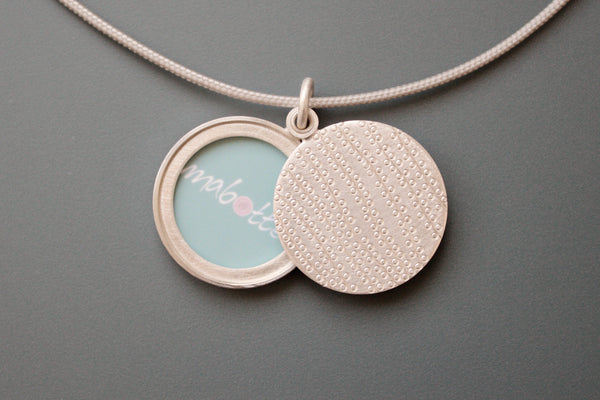 modern picture locket string of pearls design