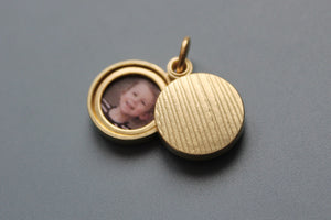 minimalist mabotte locket for two photos in 18ct gold
