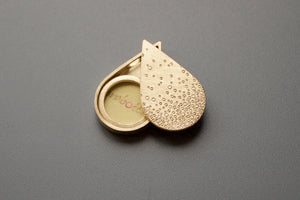 unique golden drop shaped photo pendant with bubbles design