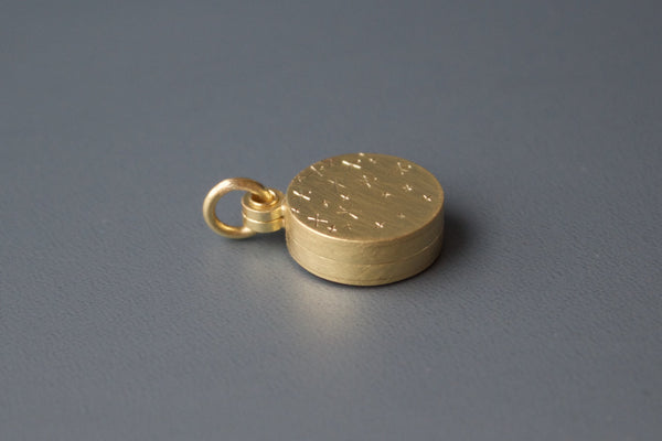 beautiful 18ct gold locket for two photos with stars