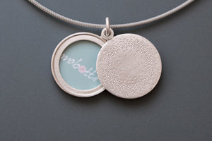 mabotte locket for one photo in sterling silver with 1000 dots design