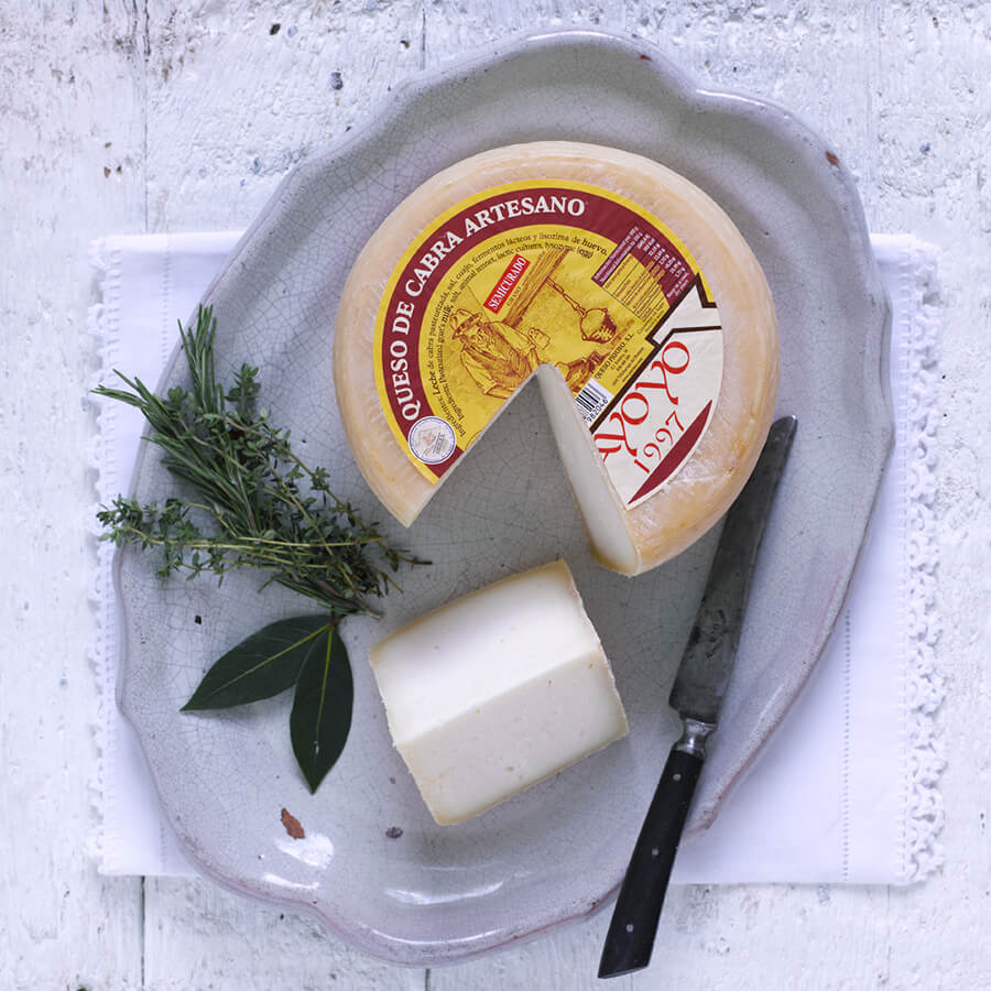Payoyo Semi Cured Goats' Cheese, 4 sizes