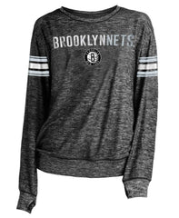 New Era Long Sleeve Tees Small Brooklyn Nets Women's New Era Striped Sleeve Primary Logo Relaxed Fit Long Sleeve Tee - Grey