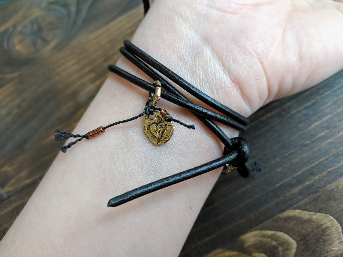 The bracelet is finished off with a gold bronze button and leather loop. A heart charm adds another touch of gold and an element of fun. The heart charm can freely move around the bracelet so you can enjoy it from all sides.