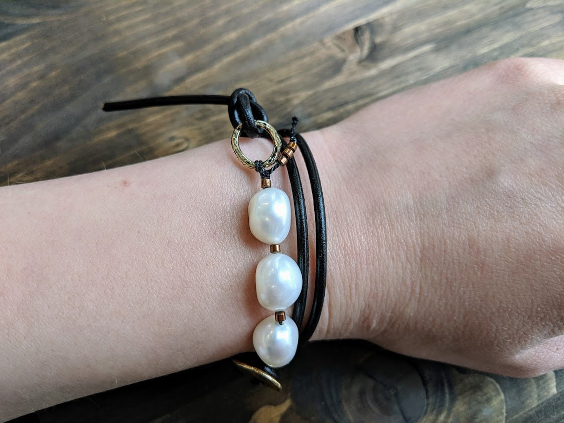 This fun handmade artisan boho leather wrap bracelet showcases the beauty of natural textures. The white baroque pearls give a pop of freshness on the background of natural leather.