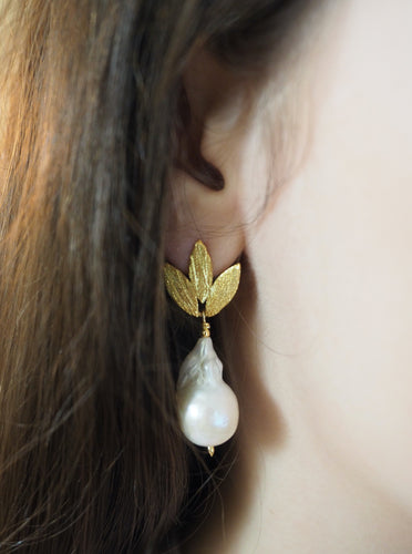 Earring Pearl with Leaves